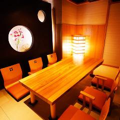 ゆったりくつろげる和の雰囲気ある座敷個室。