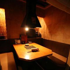 ゆったりくつろげる個室タイプのテーブル席
